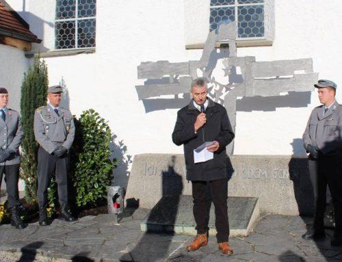 Würdevoller Trauerakt am Ehrenmal in Zell und Jahresversammlung des Veteranenvereins