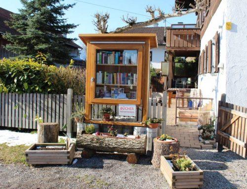 Bücherstand in der Dorfmitte von Zell