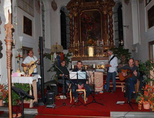 Hochgradige Musik mit religiöser Untermalung bei Abendandacht in Zell