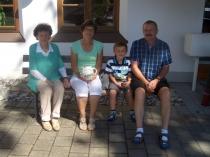 Gästeehrung am 8.8.2014 20. Aufenthalt von Endlich Petra und Thomas mit Enkel Maurice bei Fam. Brenner