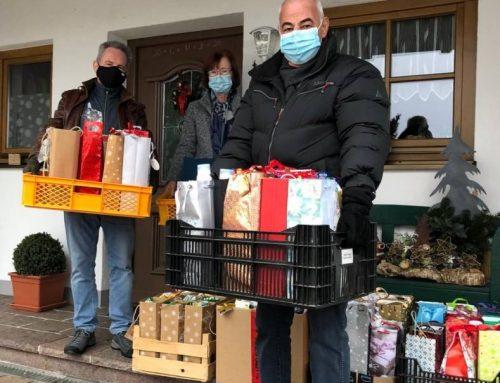 Viele Spendentaschen aus Eisenberg für die Füssener Tafel